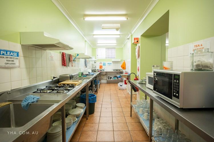 Newcastle Beach YHA - Kitchen