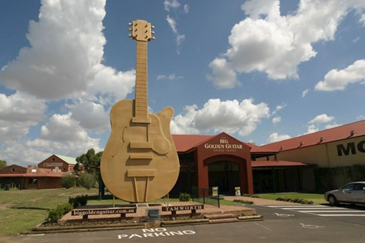 Tamworth golden guitar